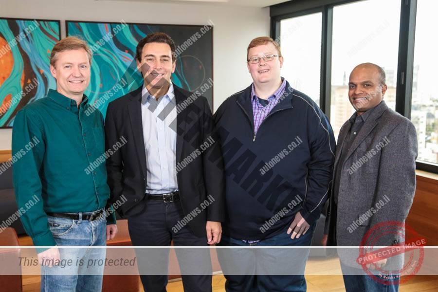 מרק פילדס, הבוס של פורד (שני משמאל) עם פיטר ראנד ה-COO של Argos AI (משמאל), בריאן סאלסקי, ה-CEO (שני מימין) וראג' נאיר, סגן נשיא לפיתוח בפורד (פורד)