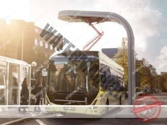 אוטובוס וולבו 7900 אלקטריק מטעין בתחנה בגוטבורג, שוודיה (וולבו)