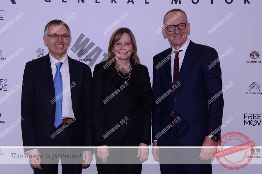 טווארס (משמאל), קרל-תומאס ניומאן, הבוס של אופל (מימין) ובארה הבוקר (ב') במסיבת העתונאים (ג'נרל מוטורס)