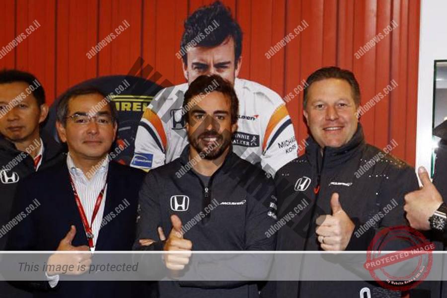 פרננדו אלונסו (במרכז) יוותר על מונקו יתחרה באינדי 500 (מקלארן)