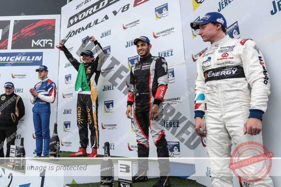רוי ניסני (מימין) על הפודיום מרוצה ממקום שלישי במרוץ השני (פורמולה V8)