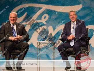 """ביל פורד (מימין) יו""""ר קבוצת פורד ואלן האקט ה-CEO החדש, במסיבת עתונאים אתמול (פורד)"""