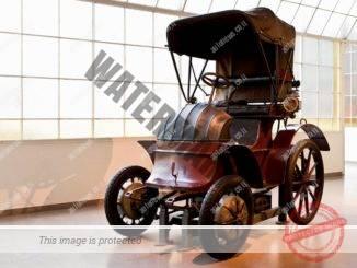 לוהנר-פורשה. המכונית הראשונה של פורשה, מכונית חשמלית, שזכתה במדליית זהב בתערוכה העולמית בפאריס 1900 (פורשה)