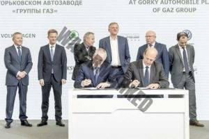 נציגי קבוצת פולקסווגן, קבוצת GAZ וממשלת רוסיה בעת חתימת ההסכם (פולקסווגן)