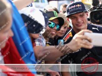 מקס וורסטפאן בצילום עם אוהד, בדרך לסנאפצ'ט (Getty Images/Red Bull Content Pool)
