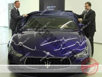 """יואב הורביץ (מימין) מנכ""""ל קרדן רכב ויו""""ר אוטו איטליה בעת השקת דגם חדש (רונן טופלברג)"""
