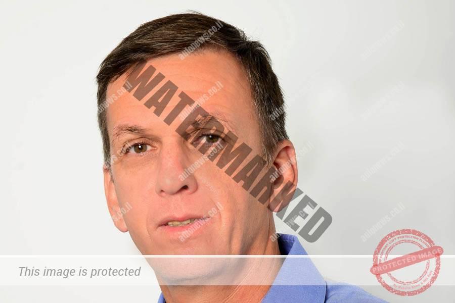 """אריאל פינטו, מנהל מרצדס בנץ פרטיות (יח""""צ)"""
