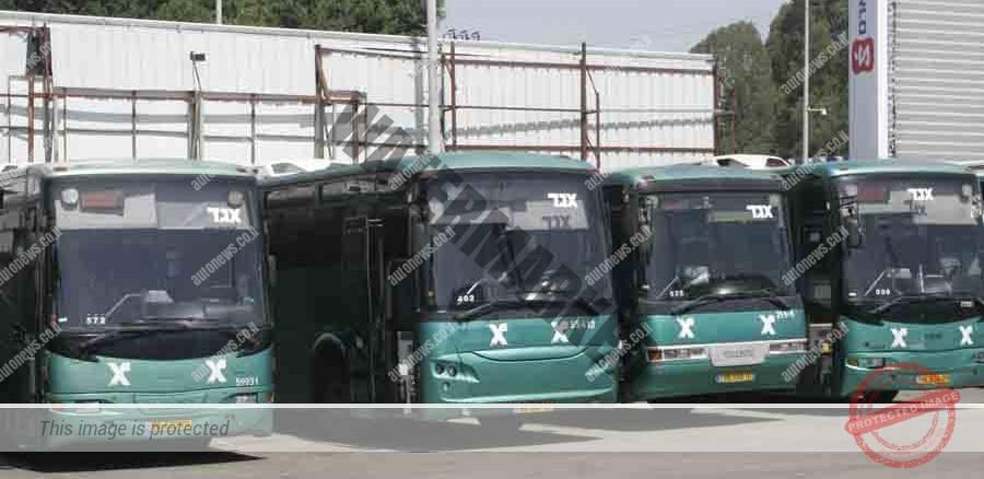 אוטובוסים, עדיין מנוע בעירה פנימית, של אגד בחניון (אוטוניוז)