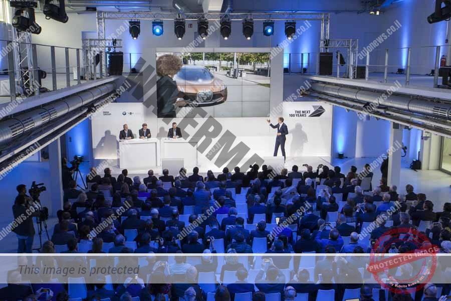 עיתונאים באירוע ה-100 של ב.מ.וו (ב.מ.וו)