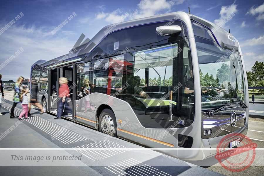 מרצדס בנץ אוטובוס העתיד בחניה (דיימלר)