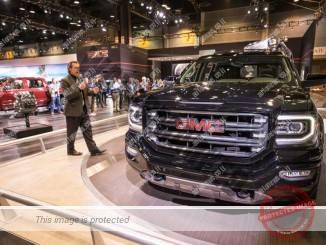 ג'י.אמ.סי סיירה מוצגת בתערוכת שיקאגו בפברואר 2016. הטראקס הינם כלי הרכב הרווחים ביותר ( Steve Fecht for GMC)