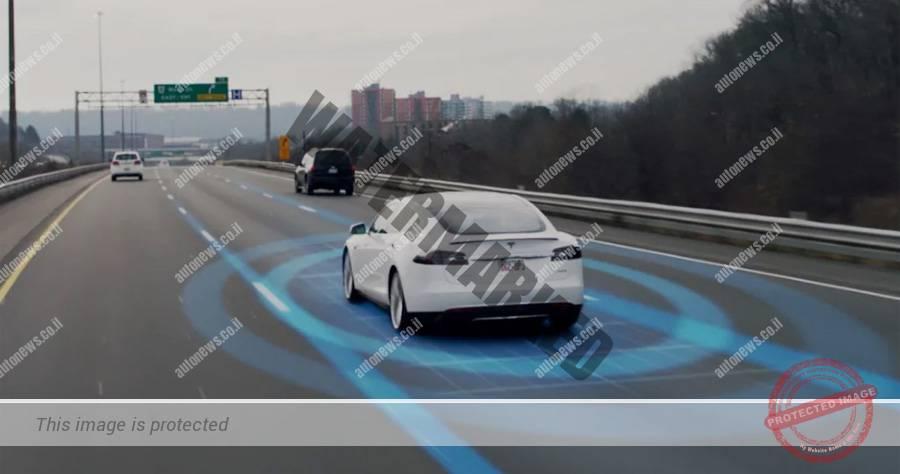טסלה מודל S על אוטופיילוט בסרטון הדגמה (צילום מסך, טסלה)