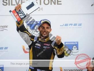 """רוי ניסני חוגג את נצחונו הראשון בסדרת הפורמולה V8 (יח""""צ)"""