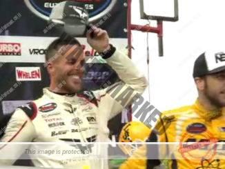 דאי (מימין) סיים במקום השלישי באליפות הנאסקאר האירופית ולצידו האלוף, אנתוני קומפן (צילום מסך)