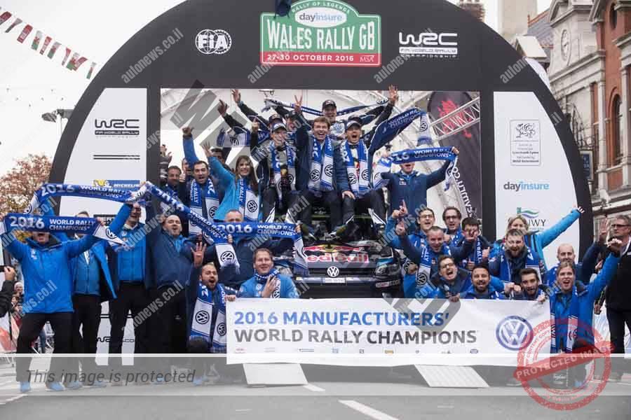 קבוצת פולקסווגן חוגגת אחרי הזכיה באליפות העולם 2016 באליפות העולם בראלי (Red Bull Content Pool)