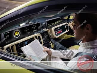 הגה מקופל לתוך לוח המחוונים במכונית הקונספט רינספיד אתוס (הרמאן)
