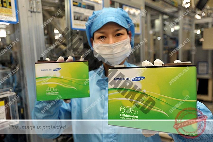 פועלת באחד ממפעלי סמסונג SDI נמ