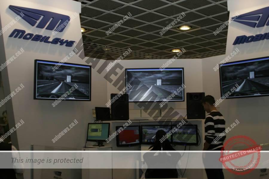 דוכן תצוגה של מובילאיי בתערוכת פרנקפורט 2011 כאשר החברה עדיין שיווקה בעיקר מערכות אפטרמרקט (אוטוניוז)