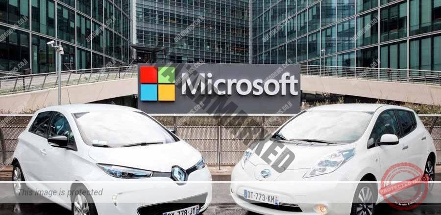 שתי מכוניות חשמליות האחת של רנו והאחת של ניסאן ומאחוריהן הלוגו של מיקרוסופט (רנו-ניסאן)