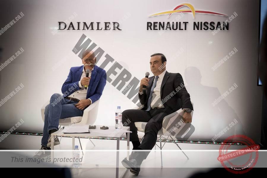 קרלוס גוהן הבוס של רנו-ניסאן (מימין) ודיטר זטשה, הבוס של דיימלר, במסיבת העתונאים השנתית (דיימלר)