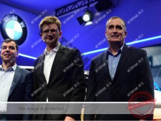 """פרופ' שעשוע, יו""""ר ו-CTO של מובילאיי (משמאל)  עם בריאן קרנזיץ' הבוס של אינטל (משמאל) וקלאוס פרוהליך בכיר מב.מ.וו באירוע מדיה ב-CES 2017 (Walden Kirsch/Intel Corporation)"""