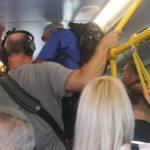 """צלמי עיתונות עטו על חלקו האחורי של האוטובוס לתפוס את האח""""מים בעדשות"""