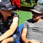 וורסטפאן (משמאל) בזמן איכות עם פרננדו אלונסו