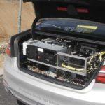 תא מטען עמוס מכשור ומחשבים בב.מ.וו של מובילאיי