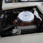 מנוע סמול בלוק V8. הקורבט היה מהדגמים הראשונים של ג'נרל מוטורס שזכתה למנוע זה, שגם הציל את הדגם מכליה