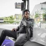 נוסע באוטובוס העתיד של מרצדס בנץ עם מערכת CityPilot (דיימלר)