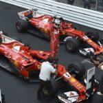 שתי המכוניות של פרארי בפארק פרמה בסיום המרוץ