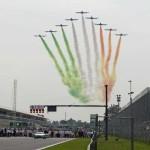 גרנד פרי איטליה 2016, מטס של מטוסי אירובטיקה מעל לישורת הראשית צובע את השמים בצבעי הדגל האיטלקי