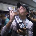 רוזברג עם עוד גביע של נצחון, שלישי ברציפות