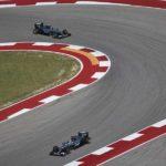 שתי מכוניות מרצדס, המילטון מקדים את רוזברג, שלטו בחציו השני של המרוץ