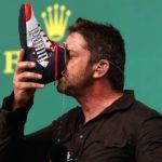 ג'ראר באטלר לוגם רד בול מעורב בזיעת מרוצים מהנעל של ריקארדו