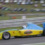 הנרי סורטיס במכונית פורמולה 2 מתחיל את אחת ההקפות האחרונות בחייו במרוץ השני בברנדס האץ'