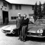 סורטיס (משמאל) עם אנצו פרארי. השניים נפרדו כשפרארי ניסה לערער על מעמד של סורטיס בקבוצה