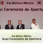 מכובדים בטקס חנוכת מפעל קיה במכסיקו