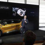 בולורה ה-CEO של קבוצת רנו מציג את הקפצ'ור החדש