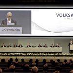 """פייך, יו""""ר מועצת המנהלים של קבוצת פולקסווגן, נואם באסיפה השנתית 2011 אחרי סיום שנה מוצלחת במיוחד"""