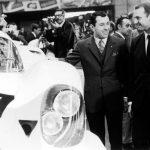 פייך (מימין) ליד הפורשה 917 עם חשיפתה בתערוכת המכוניות של ג'נבה 1969