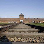 75 שנה אחרי שיחרור מחנה המוות, שער הכניסה לאושוויץ